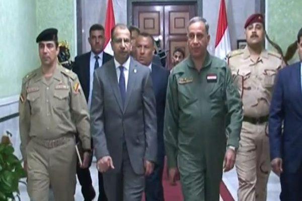 وزير الدفاع العراقي لدى وصوله الى البرلمان لاستجوابه