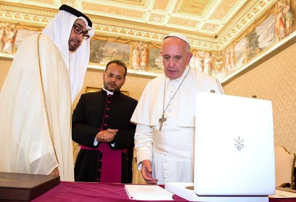محمد بن زايد آل نهيان ولي عهد أبوظبي مع البابا فرانسيس