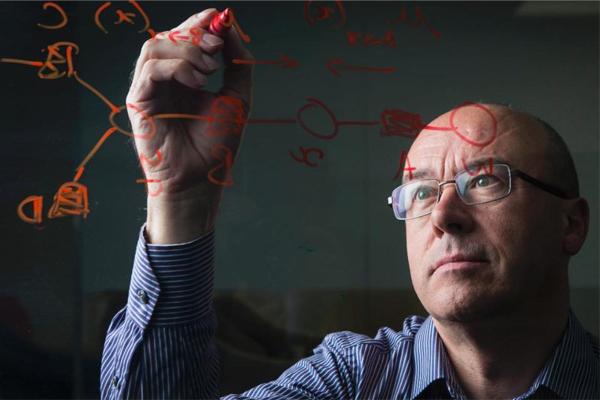 كومبيوترات جزيئية مصنوعة من الحمض النووي تقوم بدور الطبيب لاكتشاف الخلايا السرطانية وتدميرها