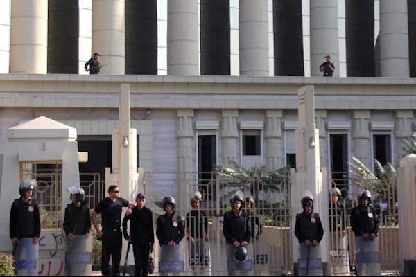 مصر تتحفظ على أموال 5 نشطاء و3 مراكز حقوقية