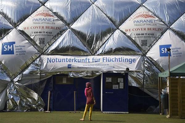 خيمة ضخمة نصبت لإيواء اللاجئين في برلين (أ ف ب)