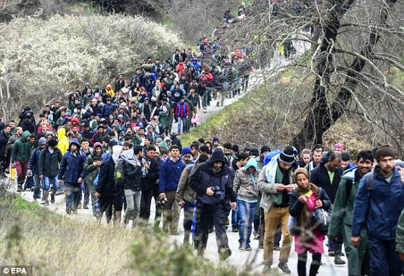 الآلاف عبروا من تركيا إلى أوروبا منذ بدء أزمة الهجرة