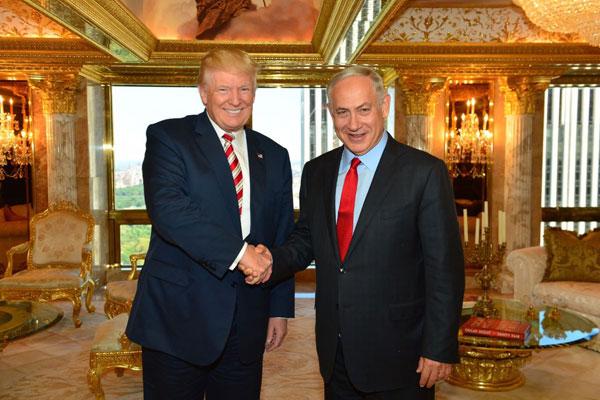 نتانياهو مصافحًا ترامب