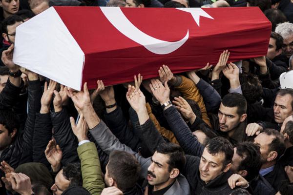 تشييع إحدى الضحايا الأتراك الذين قتلوا في هجوم إسطنبول