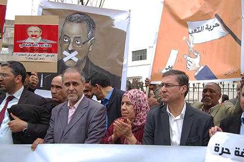 عبد الله البقالي نقيب الصحافيين المغاربة يتوسط الصورة