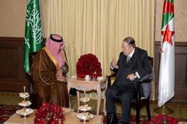 الرئيس عبد العزيز بوتفليقة خلال استقباله الأمير محمد بن نايف