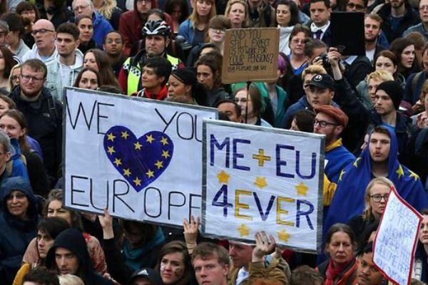 بريطانيون مؤيدون للبقاء في الإتحاد الأوروبي