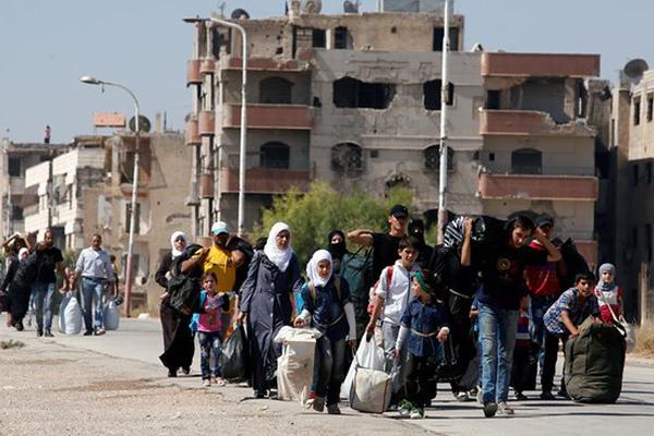الحياة تعود إلى البقاع الممتدة من لبنان إلى دمشق بعد أن تسببت الحرب في نزوح سكانها