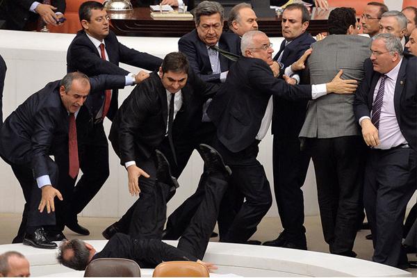 صورة ارشيفية لعراك سابق داخل البرلمان التركي