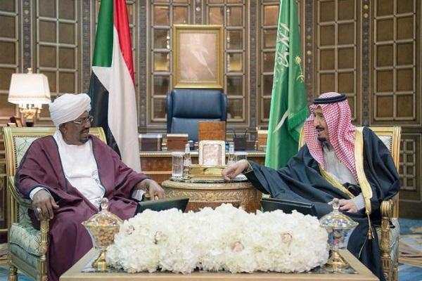 الملك سلمان والرئيس عمر البشير خلال جلسة مباحثات في الرياض