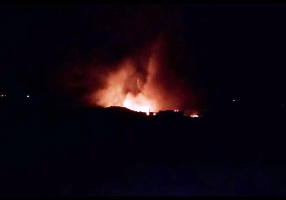 صورة بثها نشطاء سوريون للنيران التي اعقبت ضرب مطار المزة