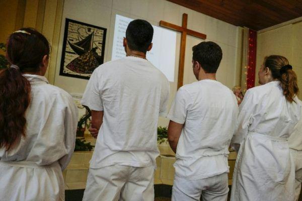 لاجئون يتحولون إلى المسيحية في ألمانيا