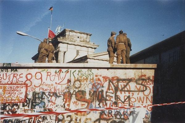 صورة ارشيفيه لجدار برلين