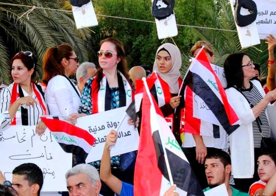 عراقيات يتظاهرن ضد الفساد بوسط بغداد