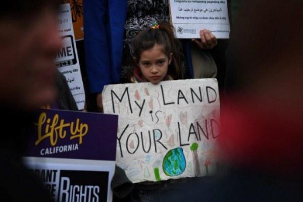 تظاهرة في لوس انجليس ضد مرسوم الهجرة الذي وقعه ترامب