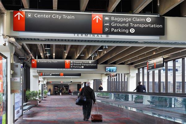 مسافرون في مطار فيلادلفيا الدولي