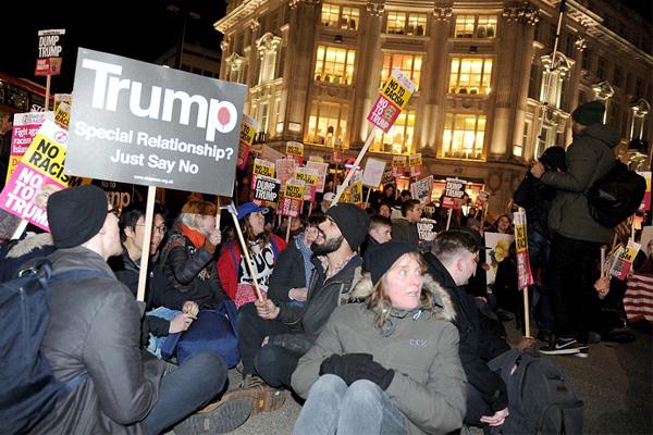 جانب من التظاهرات المناهضة لقرارات ترامب