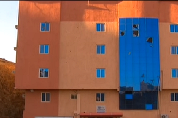 المبنى التابع للأمم المتحدة بمنطقة عسير بعد تعرضه لقذائف الحوثيين