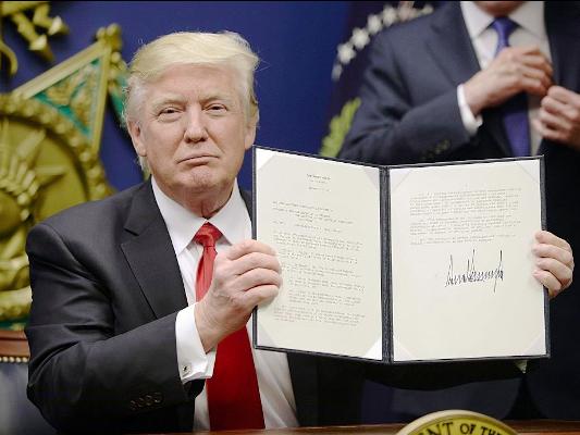 كبرى شركات التكنولوجيا تتحد لرفع دعوى قضائية ضد ترامب على خلفية مرسوم الهجرة