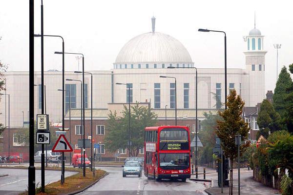 مسلمو بريطانيا يفتحون أبواب مساجدهم لغير المسلمين