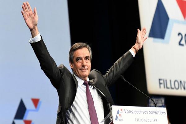 فرانسوا فيون يعوّم نفسه سياسيا مجددا بعد فضيحة