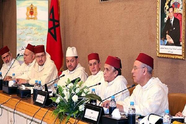 عدد من أعضاء المجلس العلمي الأعلى في ندوة سابقة