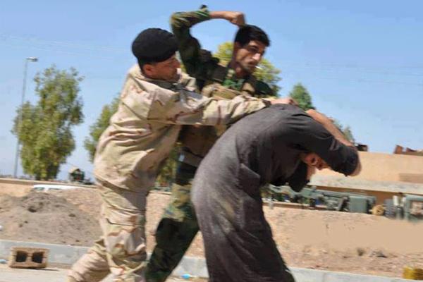اعتقال وضرب احد الهاربين من الموصل