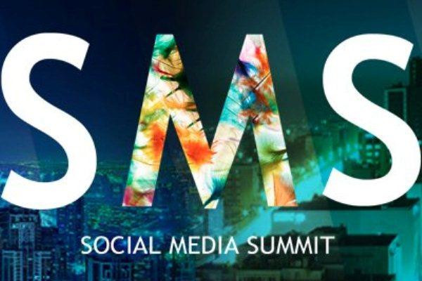 شعار قمة شبكات التواصل الاجتماعي لقطاع الاعمال