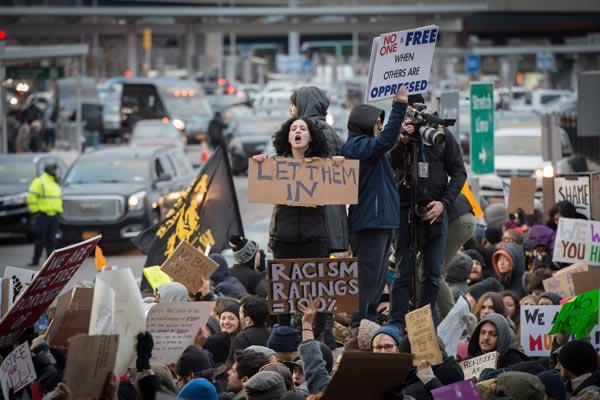 جانب من تظاهرات عمت العالم لشجب قرارات ترامب
