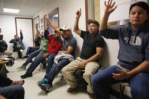 المهاجرون يضيفون الى الاقتصاد أكثر مما يأخذون