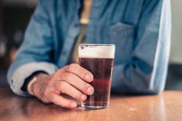 استهلاك الكحول حتى بكميات قليلة يتسبب في شيخوخة الأوعية الدموية قبل الأوان