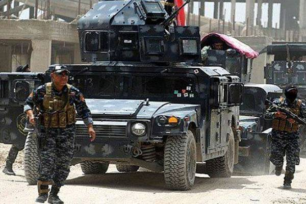 قوات عراقية داخل أحد أحياء الموصل