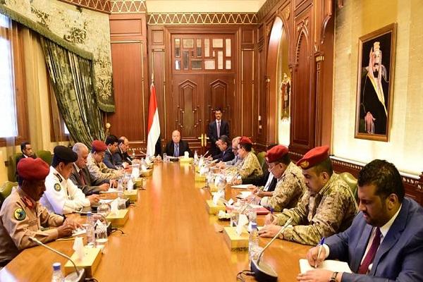 الرئيس اليمني خلال ترؤسه اجتماع مجلس الدفاع الوطني