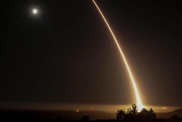الولايات المتحدة تجري تجربة لصاروخ عابر للقارات