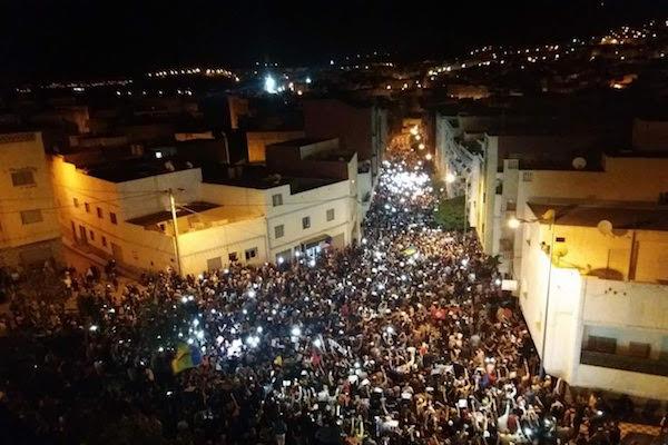مظاهرات حاشدة بعدد من المدن المغربية تضامنًا مع الزفزافي ورفاقه