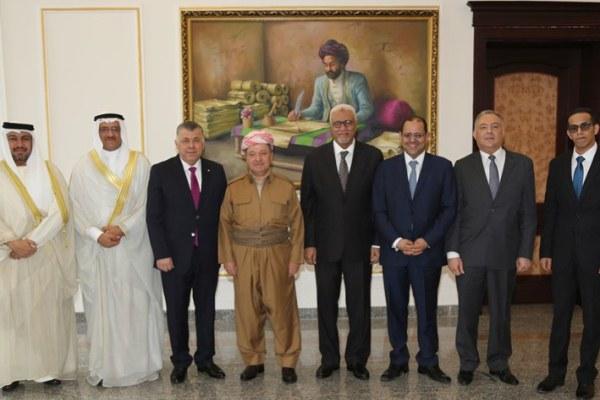 بارزاني يرنو لدعم عربي للاستفتاء والصدر يطالبه بالتأجيل