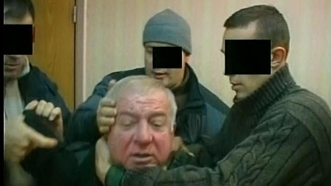 الجاسوس المزدوج لدى اعتقاله في موسكو 2004