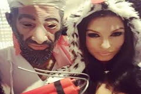 جيرمين بينانت وهو يرتدي زيا أسمة بن لادن ويظهر في الصورة خطيبته