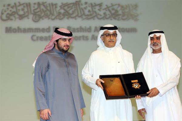 لشيخ سلمان بن إبراهيم آل خليفة ينال جائزة الشخصية الرياضية العربية، التي تمنحها جائزة محمد بن راشد للإبداع الرياضي
