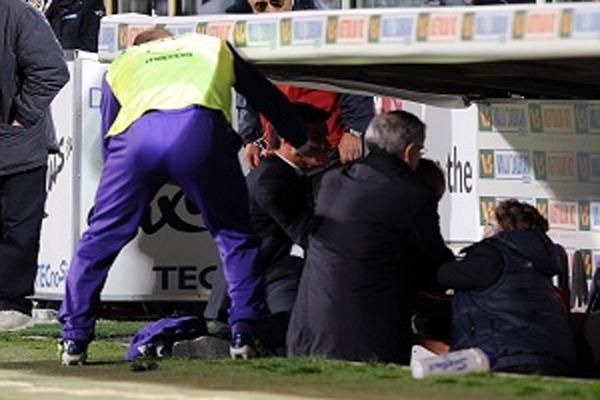 المدرب الإيطالي ديليو روسي لحظة اشتباكه مع آدم ليايتش