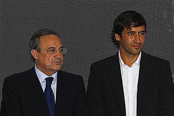 فلورنتينو بيريز برفقة راؤول في أحدى المناسبات