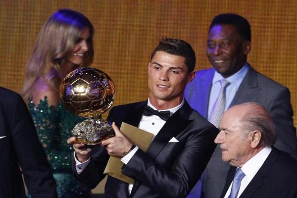 البرتغالي كريستيانو رونالدو أفضل لاعب في العالم