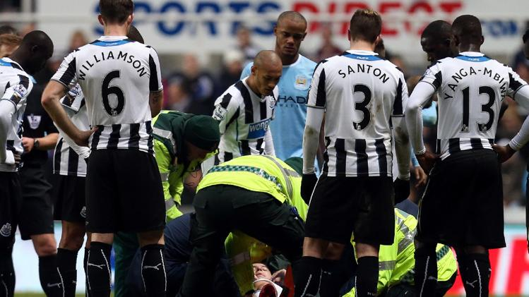 نصري مصاباً في مباراة نيوكاسل ومانشستر سيتي