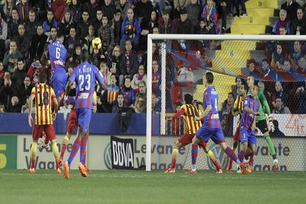 بيكيه يسجل التعادل لبرشلونة