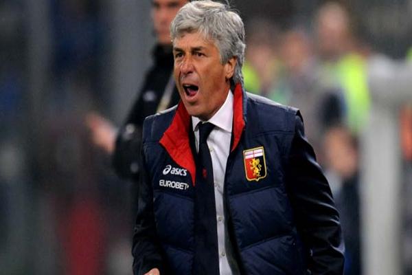 المدرب الإيطالي جيان بييرو جاسبريني مدرب جنوى الإيطالي