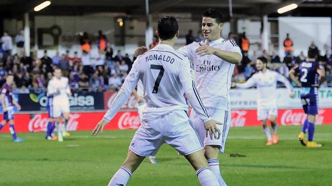 فرحة لاعبي ريال مدريد بهدف كريستيانو رونالدو في شباك إيبار