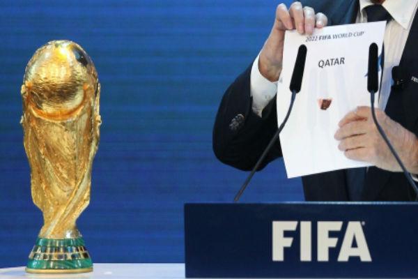بلاتر لحظة إعلانه عن قطر مستضيفة لمونديال 2022