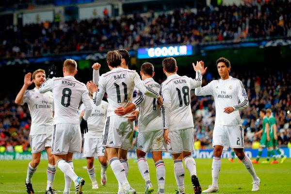 لاعبو ريال مدريد يحتفلون بالفوز برباعية على الفريق البلغاري