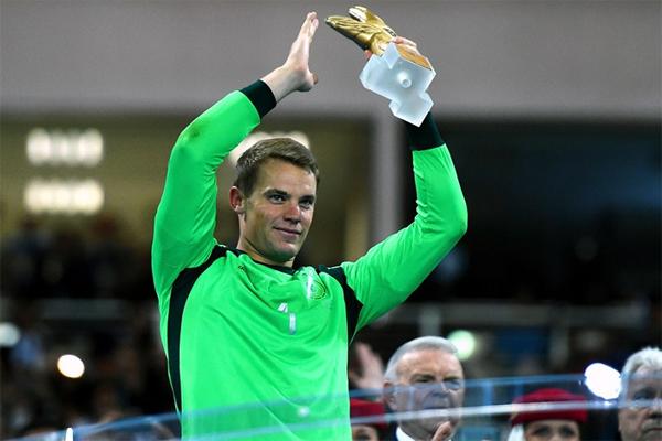 الالماني مانويل نوير يحرز جائزة افضل حارس في كأس العالم