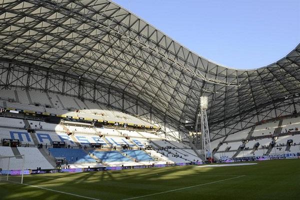 مرسيليا يخوض أول مباراة على أرضه في مونبلييه